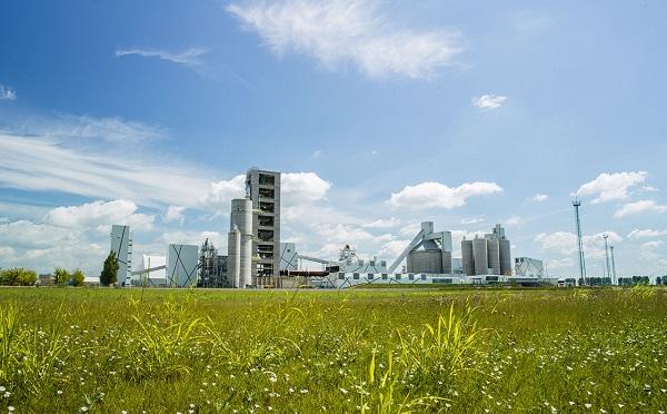 Csaknem kétmilliárd forintos környezetvédelmi beruházást hajtott végre a királyegyházi cementgyár